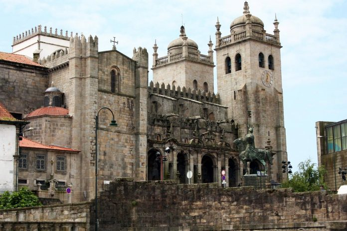 Catedral de Oporto, imagen de Santi Villamarín vía Flickr.com