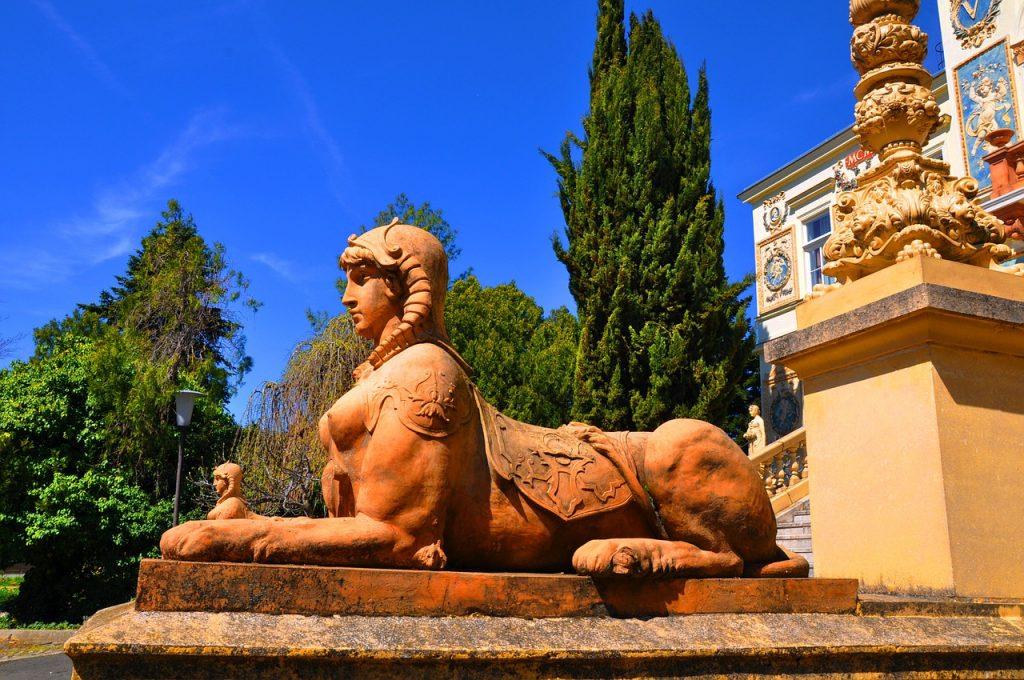 Esfinge de la Universidad de Pécs
