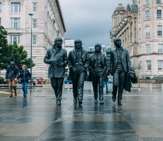 Estatua de The Beatles en Liverpool, destino 2020 para visitar