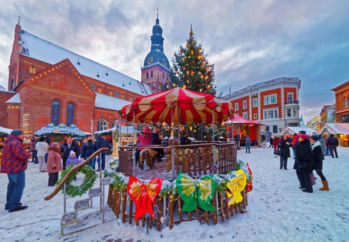 Luces del Mercado de Navidad en Riga