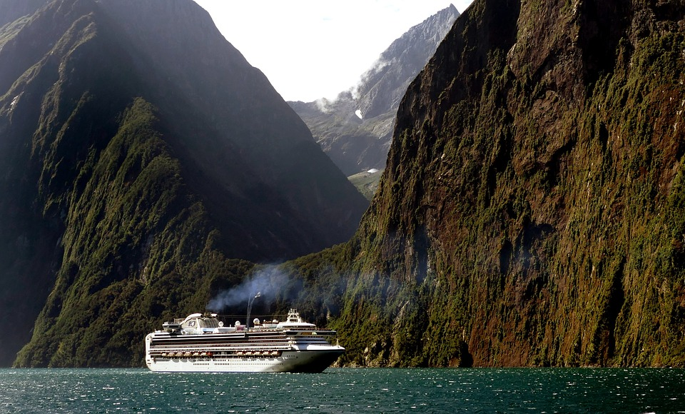 Crucero a su paso por la costa noruega