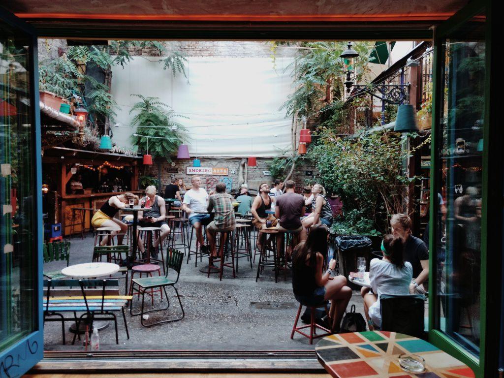 Bar en Budapest - Foto de Liam Mckay