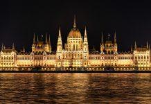 Vista del Parlamento desde el Danubio