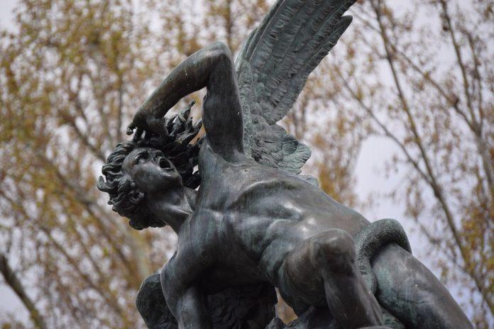 angel caido madrid estatua