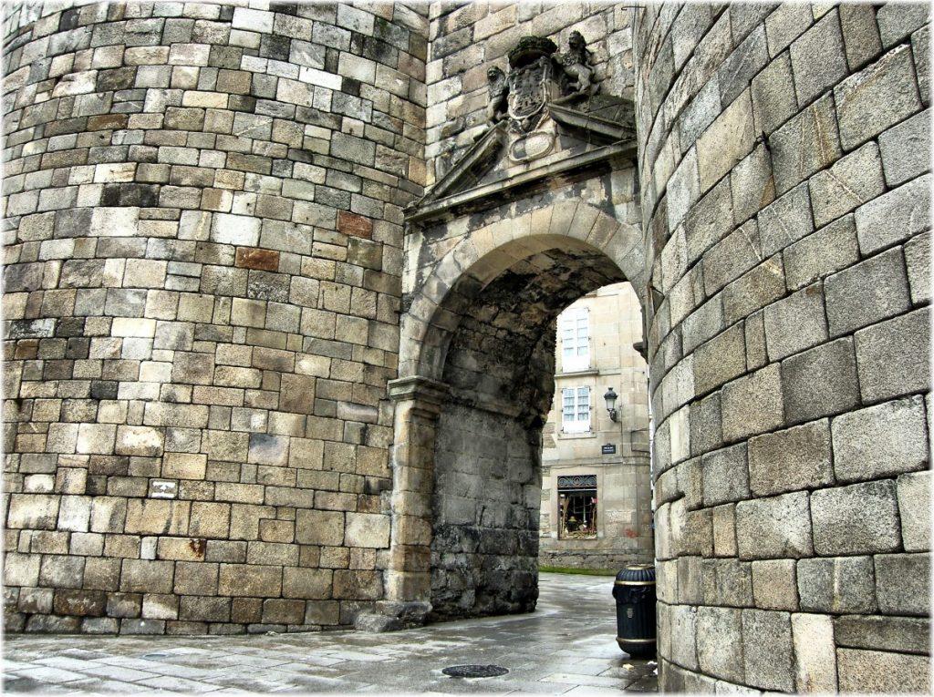 Puerta de San Pedro de la Muralla Romana de Lugo