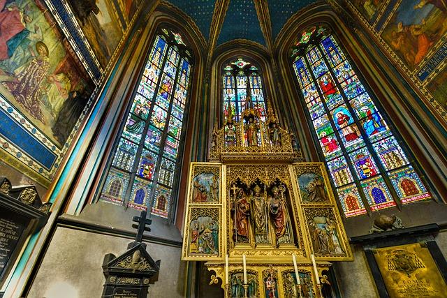 Vidrieras del interior de la Catedral de Praga