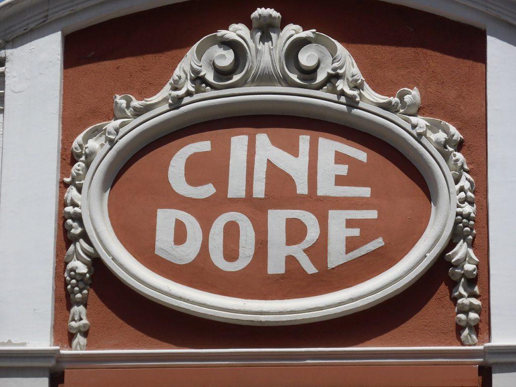 Fachada del Cine Doré.