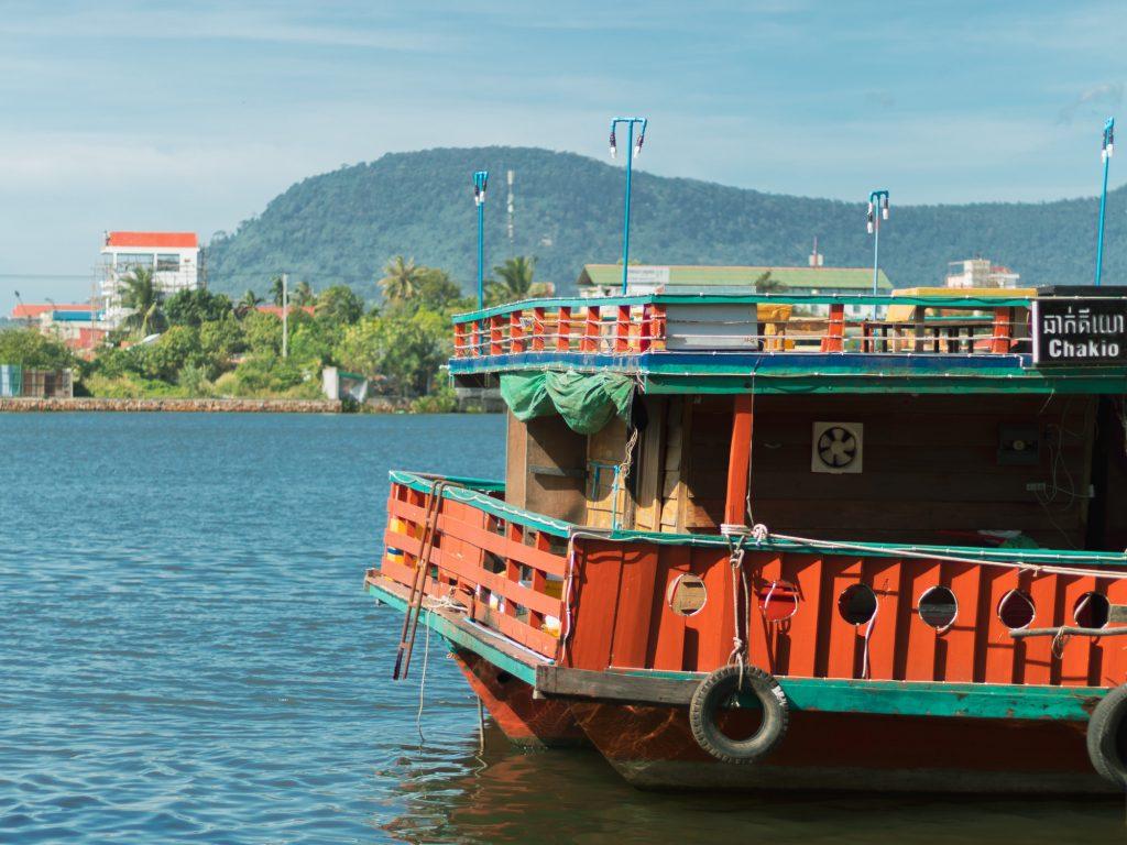 Barco en el río de Kampot