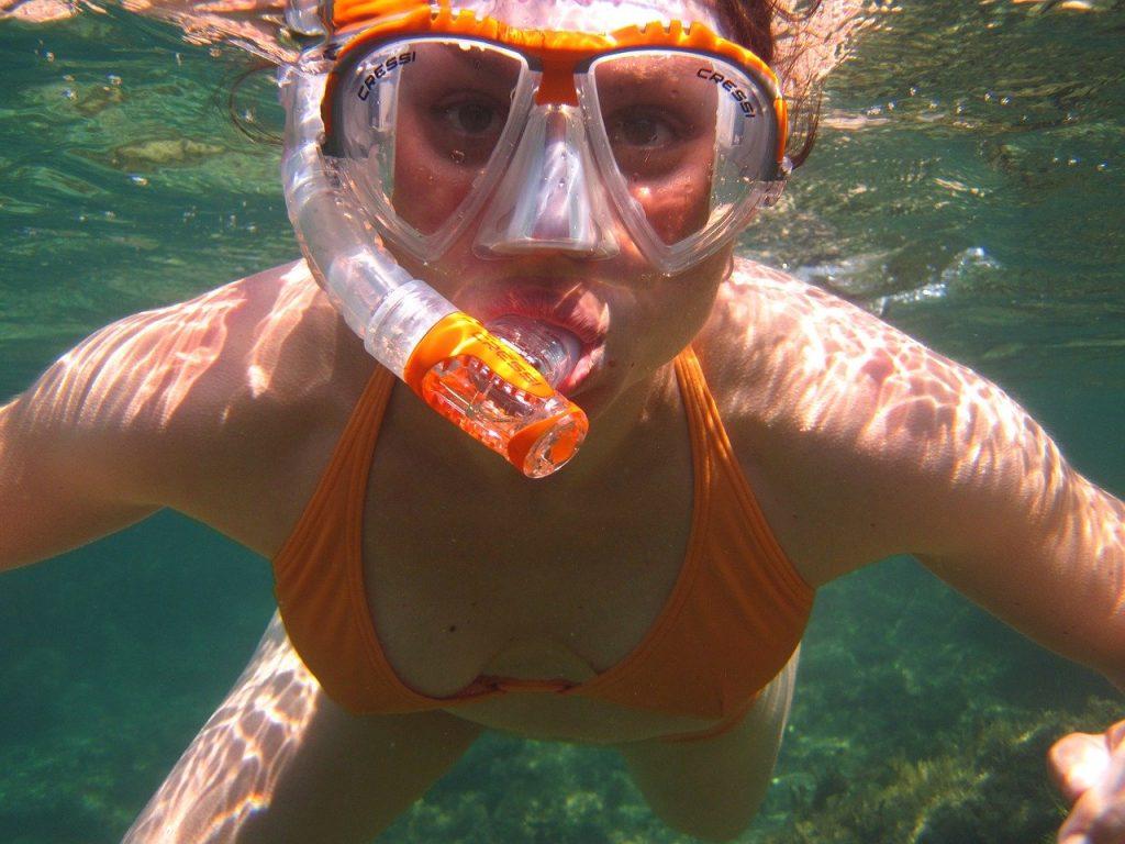 Practicar deportes acuaticos en Benidorm