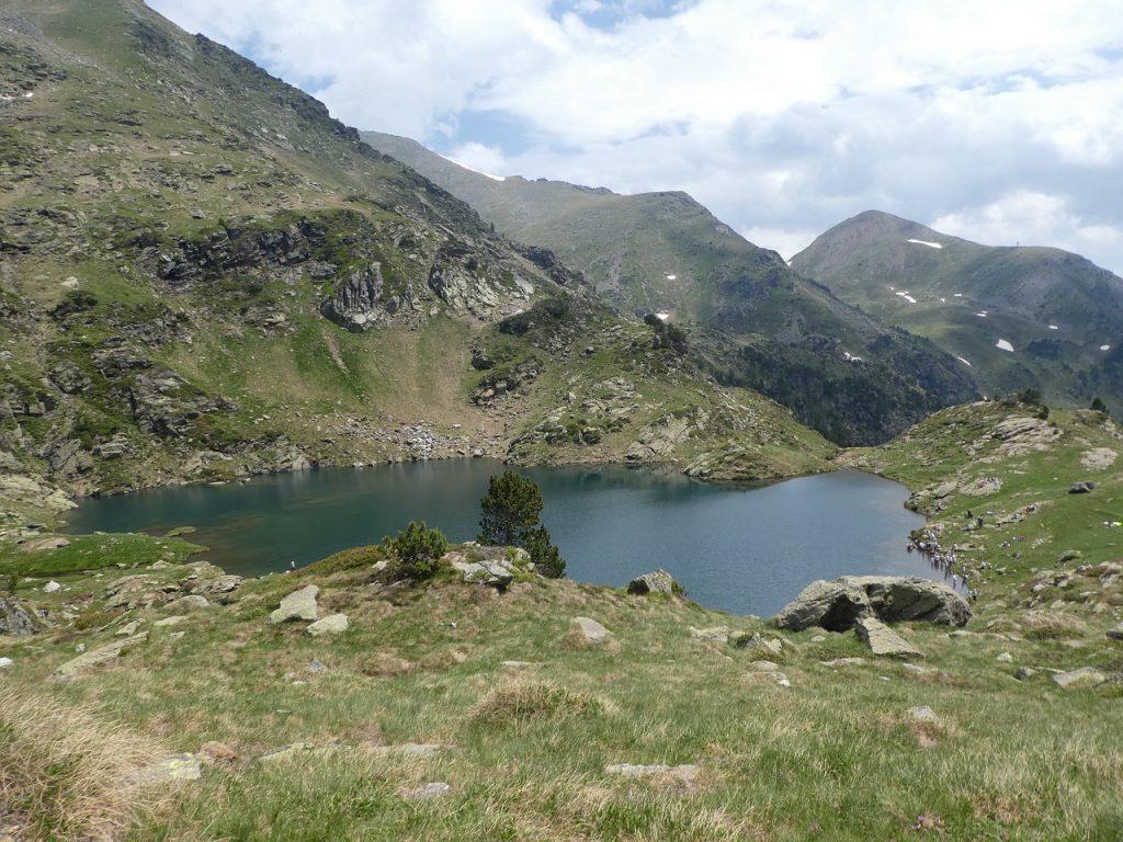 Uno de los muchos lagos de Andorra a causa del deshielo