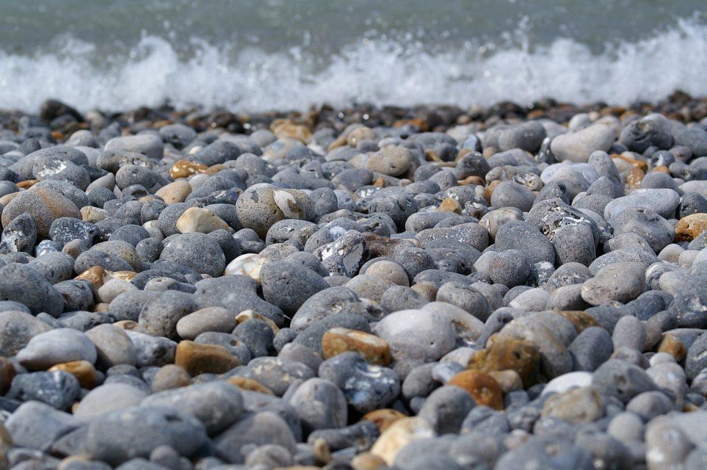Playa de arena y callos de la Fajana