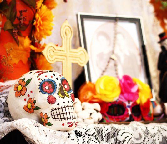 Altar por el Día de los Muertos