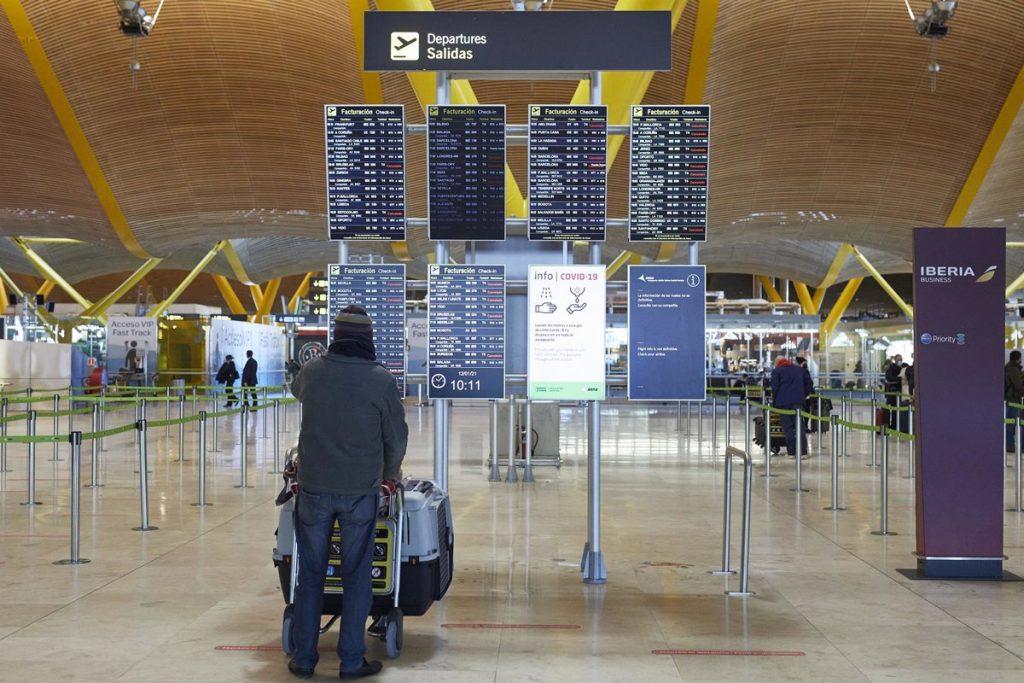 La Unión Europea plantea restringir más los viajes no esenciales - Descubrir