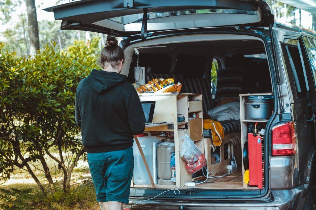 Descubriendo rutas para viajar con una furgoneta camper en España - Descubrir