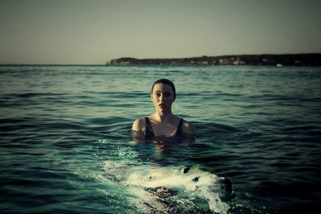 nadar en el mar