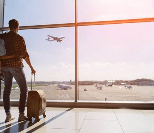 Turista en aeropuerto
