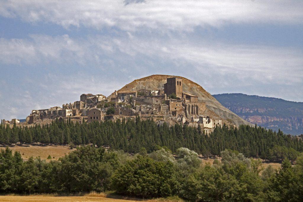 10 pueblos fantasma que puedes visitar en España - Descubrir